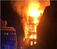 الدفع بـ 8 سيارات إطفاء للسيطرة على حريق معرض سيارات بالمهندسين