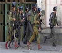 الاحتلال الإسرائيلي يعتقل حارسا من الأقصى ويعتدي على آخرين