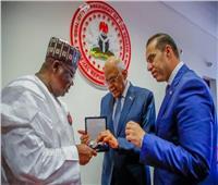 رئيس مجلس النواب يعود إلى القاهرة بعد زيارة ناجحة إلى نيجيريا