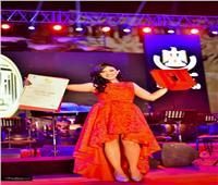 صور| تكريم آية عبدالله أمام وزيرة الثقافة بدار الأوبرا