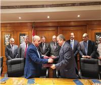 «قطاع الأعمال» توقع اتفاق تسوية مديونية «حلوان للغزل والنسيج» لصالح الكهرباء