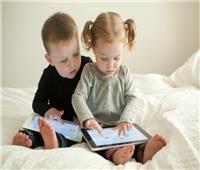 أطباء ينصحون بمنع الأطفال من استخدام الهواتف الذكية قبل هذا العمر