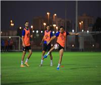 خاص بالفيديو  تدافع لجماهير الأهلي في الإمارات بعد المران