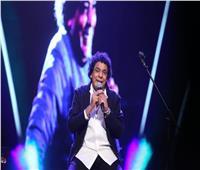 صور.. «الكينج» يرتدي «بدلة» رسمية في «مهرجان الموسيقى العربية»