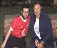 بروح «الفانلة الحمرا».. تركي آل الشيخ يطمئن على «الخطيب» في منزله