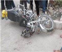 مصرع شخص في تصادم دراجة بخارية وسيارة نقل في قنا