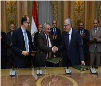 «العصار» يشهد توقيع عقد اتفاق لتأسيس شركة مساهمة لإنتاج عدادات الغاز
