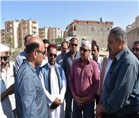 محافظ مطروح فى جولة ميدانية لمتابعة تنفيذ المشروعات بالمدينة