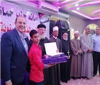 صور| نائب قبطي يُكرم حفظة القرآن الكريم في احتفالات المولد النبوي الشريف