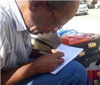 حكايات| أسامة «أبو البنات».. فاقد للسمع والنطق ويبيع بالورقة والقلم