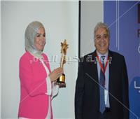 صور| تكريم منى عبدالغني وهيدي كرم في احتفالية مبادرة مرضى السرطان