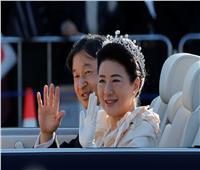 بالصور  احتفالات شعبية ضخمة بإمبراطور اليابان الجديد في شوارع طوكيو