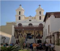 الأنبا باسيليوس يزور كنيسة العذراء أم النور بالقطنة والأغانه