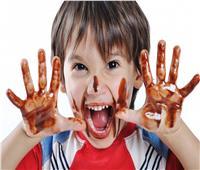 احذري كثرة تناول طفلك للسكريات.. إدمان