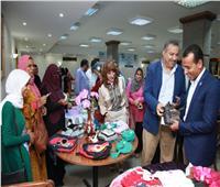 صور| رئيس صحة البرلمان ووكيل صحة الأقصر افتتحا معرض نوادي المرأة