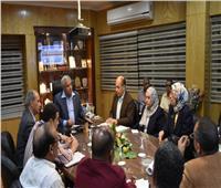 محافظ أسوان يناقش استكمال مشروع تطوير منطقة نجع السايح بإدفو