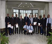 أحمد عادل يكرم العاملين بـ«مصر للطيران للخدمات الأرضية والأعمال الفنية»
