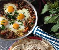 طبق اليوم.. «بيض مقلي باللحمة المفرومة»