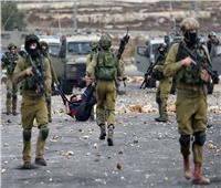 إصابة طالب فلسطيني بالرصاص الحي وآخرون بالاختناق في مواجهات مع الاحتلال الإسرائيلي