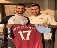 تريزيجيه يهدي قميصه للاعب منتخب مصر الواعد