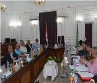 تشكيل لجنة لبحث استبدال سيارات نقل الركاب بميكروباصات في المنيا