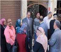 لجنة من «كلية الهندسة» تعاين العقار المائل بالجمرك غرب الإسكندرية