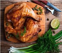 طبيبة بيطرية توضح سبب بقاء اللون الوردي للدجاج بعد الطهي