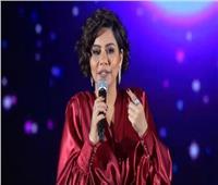 فيديو| «شيرين» تُقبل يد مُعجب بحفلها في الرياض