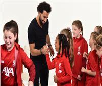 بالفيديو| محمد صلاح يكشف أسراره لـ«فتيات فريق ليفربول»