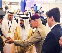 ولي عهد دبي يزور الجناح البريطاني بمعرض دبي للطيران