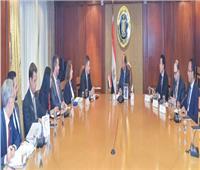 وزير التجارة يبحث مع وفد حكومي أمريكي تعزيز التعاون الاقتصادي المشترك