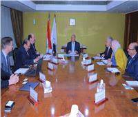 وزير النقل يناقش إنشاء محطة غاز مسال لتموين السفن في ميناء دمياط
