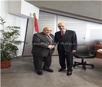 سفير جورجيا يهدي مجموعة من الكتب لمكتبة الاسكندرية