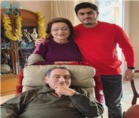 «في العناية المركزة».. علاء مبارك يتحدث عن مرض والدته