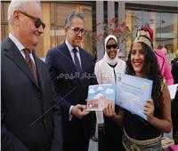 صو| وزيرا الآثار والتضامن يحتفلان بأعياد الطفولة في المتحف المصري
