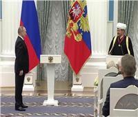 بوتين يقلد مفتي روسيا وسام الاستحقاق الوطني