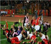 بأقعنة «la casa de paple».. لاعبو منتخب الشباب يصلون ستاد القاهرة | فيديو