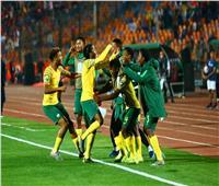 لاعبو منتخب جنوب أفريقيا الأوليمبي يحتفلون بالتأهل لأولمبياد طوكيو