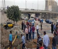 صور  كسرها حفار.. بدء إصلاح ماسورة مياه سموحة بالإسكندرية