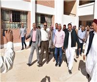 محافظ مطروح يتفقد الخدمات المقدمة للمواطنين بمدينة «النجيبة»