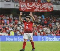 حسام غالي يحرص على مصافحة لاعبي الأهلي