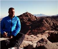 حكايات| شاب «المليون».. «حمزة» يقهر «الشلل» بصعود أعلى جبال مصرية