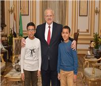 رئيس جامعة القاهرة يستقبل الطفل المتميز في الرياضيات