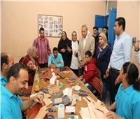 محافظ قنا يفتتح ورشة تعليم الحرف اليدوية لذوي الاحتياجات الخاصة