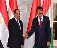 رئيس المجر يصل القاهرة للقاء الرئيس السيسي