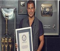 موسوعة جينيس: عمرو دياب أكثر فنان في الشرق الأوسط يحقق مبيعات