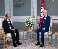 الرئيس التونسي يستقبل الكاتب الفلسطيني عبد الباري عطوان