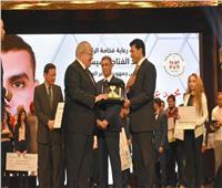 رئيس جامعة القاهرة يكرم وزير الشباب والرياضة