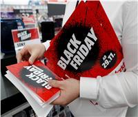 صور| عروض «الجمعة السوداء» تجذب الزبائن في كل مكان