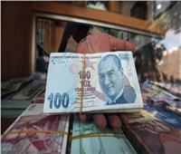 العملة التركية تفقد نحو 30% من قيمتها أمام الدولار